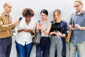 Study finds heavy social media users make impaired decisions like addicts